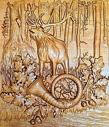 Dekorácie - Drevorezba Jelen v lese - 13231734_