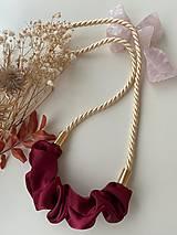 Náhrdelníky - Scrunchie náhrdelník - krémová & bordo - 13229448_
