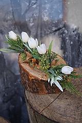 Dekorácie - Malý aranžmán na drevenom polienku - 13231459_