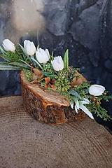 Dekorácie - Malý aranžmán na drevenom polienku - 13231463_