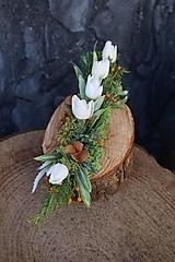 Dekorácie - Malý aranžmán na drevenom polienku - 13231464_
