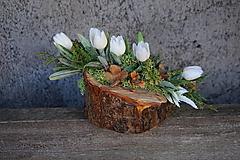 Dekorácie - Malý aranžmán na drevenom polienku - 13231467_