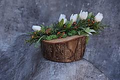 Dekorácie - Malý aranžmán na drevenom polienku - 13231471_