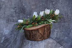 Dekorácie - Malý aranžmán na drevenom polienku - 13231473_