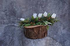 Dekorácie - Malý aranžmán na drevenom polienku - 13231474_