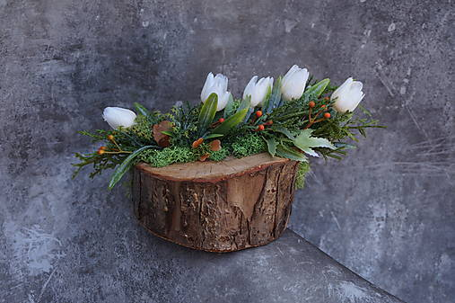Malý aranžmán na drevenom polienku