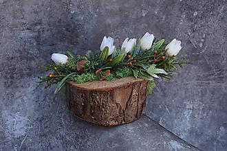Dekorácie - Malý aranžmán na drevenom polienku - 13231576_