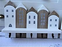 Nábytok - Biely domčekový vešiak - 13235514_