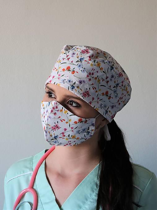 Dizajnová operačná / chirurgická čiapka lúka biela