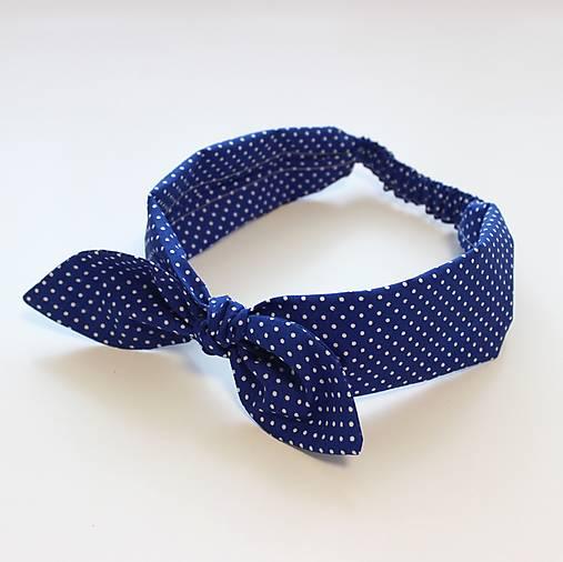čelenka Modrá s bodkou