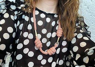 Náhrdelníky - Dlouhý pudrový náhrdelník - 13242301_