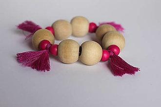 Náramky - Drevený ružový náramok v bohoštýle so strapcami - 13238503_