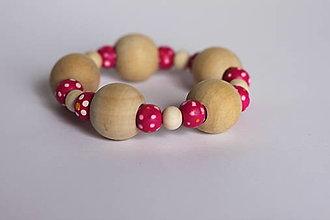 Náramky - Ružový bodkovaný drevený náramok - 13238853_
