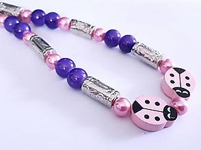 Náhrdelníky - Náhrdelník lienky-fialový - 13242461_