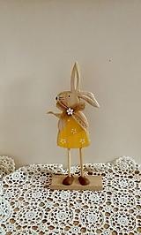 Dekorácie - drevený zajko na podstavci - 13246331_