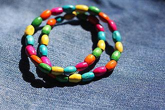 Náhrdelníky - Tenký pestrofarebný drevený náhrdelník - 13244042_