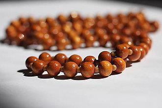 Náhrdelníky - Hnedé drevené korále dlhé, jednoduché a krásne - 13244374_