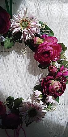 Dekorácie - Veniec... cínia a ruže - 13248426_