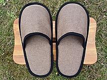 Obuv - Veľké hnedé papuče s čiernym lemom - 13247628_