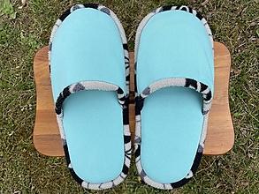 Ponožky, pančuchy, obuv - Veľké tyrkysové papuče s čiernobielym lemom - 13246558_
