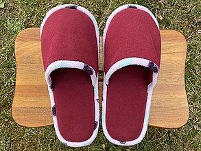 Obuv - Bordové papuče s fialkovým lemom - 13246565_