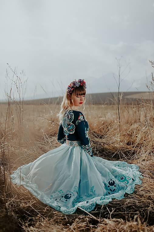 Zelenomodré vyšívané šaty Očovianka