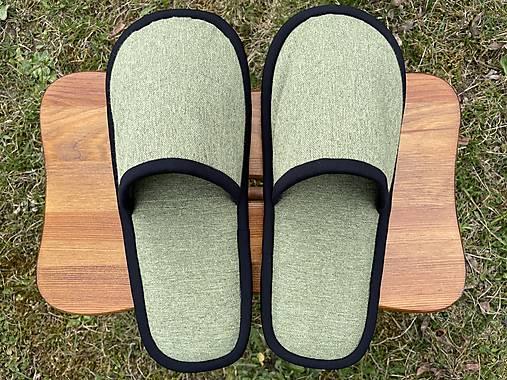 Bledozelené papuče