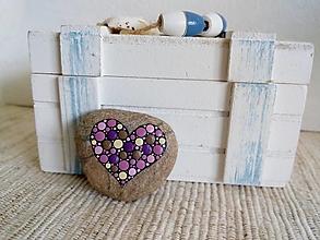 Dekorácie - Fialové srdiečko - Na kameni maľované - 13251730_
