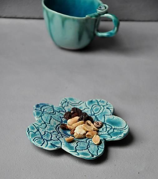 tanierik, podšálka kvet čipka
