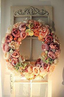 Dekorácie - Luxusný romantický venček na dvere - 13254205_