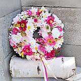 Dekorácie - Veniec na dvere letný, celoročný, ružový , s ružami, margarétami - 13257538_