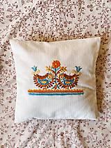 Úžitkový textil - Ručne vyšívaný vankúš I. - 13264884_