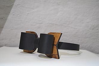 Doplnky - BowTie - kožený s dreveným detailom   (BowTie -  čierna) - 13265213_