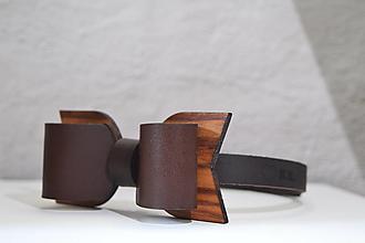 Doplnky - BowTie - kožený s dreveným detailom   (BowTie -  tmavohnedá) - 13265222_