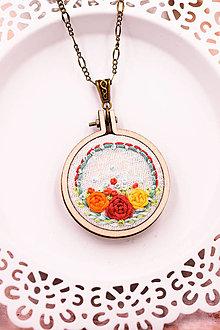 Náhrdelníky - Náhrdelník ručne šitý s kvetmi V. - 13264152_