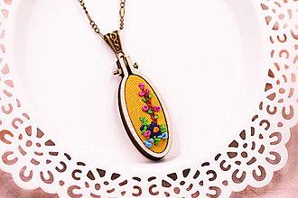 Náhrdelníky - Náhrdelník ručne šitý s kvetmi VI. - 13264163_