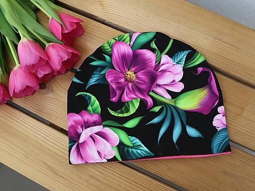 Dizajnová úpletová čiapka tulipány fialové