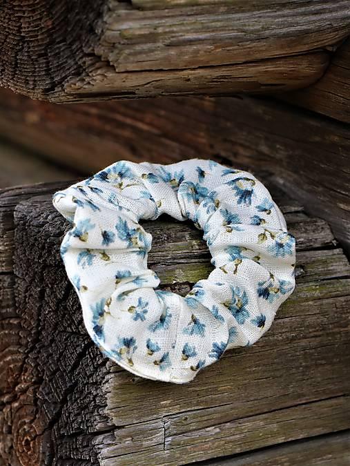 Scrunchies ľanová gumička modré kvietky