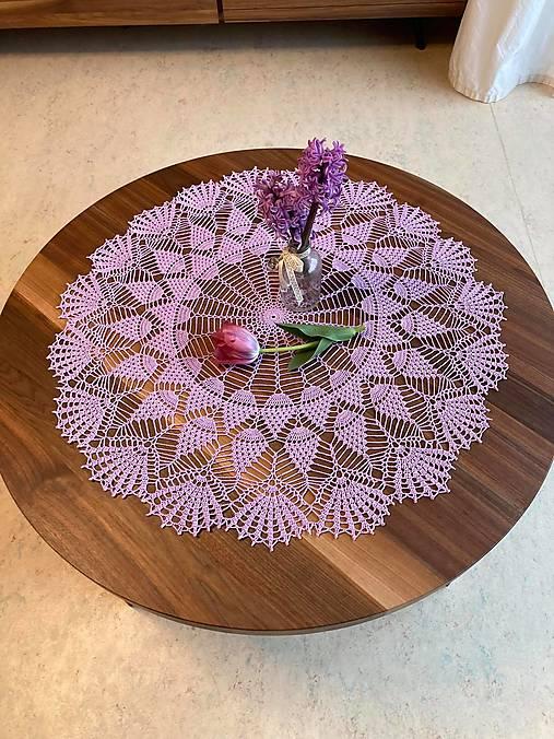 Romantický stredový obrus v levanduľovej farbe