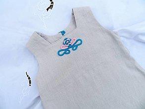 Detské oblečenie - Jednoduché ľanové šaty s háčkovanou aplikáciou - 13273012_