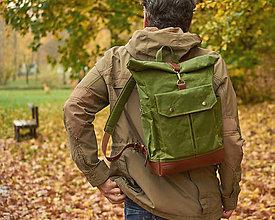 Batohy - Svetlozelený mestský roll top batoh z kože a voskovaného plátna. - 13277649_