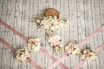 Náramky - Kvetinový náramok pre družičky - 13285919_