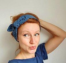Ozdoby do vlasov - Dámska čelenka s dekoračným uzlíkom - modrá s bodkami - 13286599_