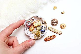 Dekorácie - Mini pečivo v košíčku VII ♡ - 13289146_