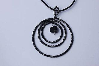Náhrdelníky - Čierny elgantný perleťový prívesok - náhrdelník - 13286800_