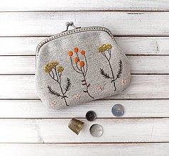 Peňaženky - Peňaženka XL Bobuľky oranžové a lúčne kvietky  (s kapsičkou) - 13289914_