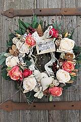 Dekorácie - Veniec s krásnymi ružami - 13287588_