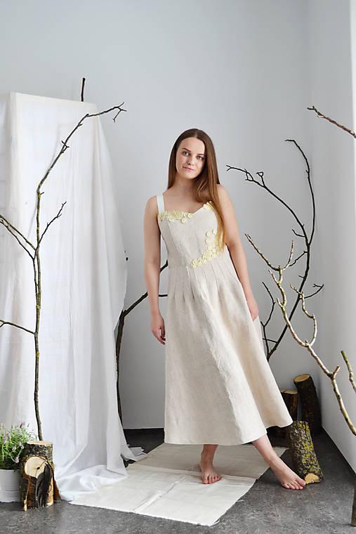Korzetové  upcy šaty s kvetovanou aplikáciou z konope