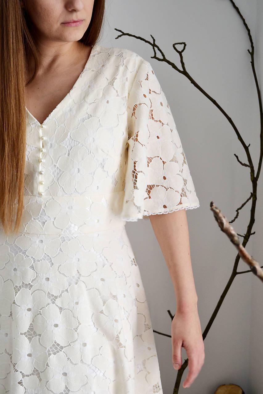 Svadobné  šaty z kvetovanej smotanovej krajky a viskózy