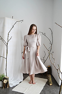 Šaty - Hodvábne prúžkované šaty s riasenými rukávmi a polkruhovou sukňou - 13286023_